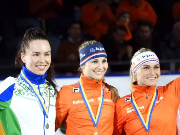 Melissa Wijfje wint Mass Start wc finale Heerenveen podium (Ellen)